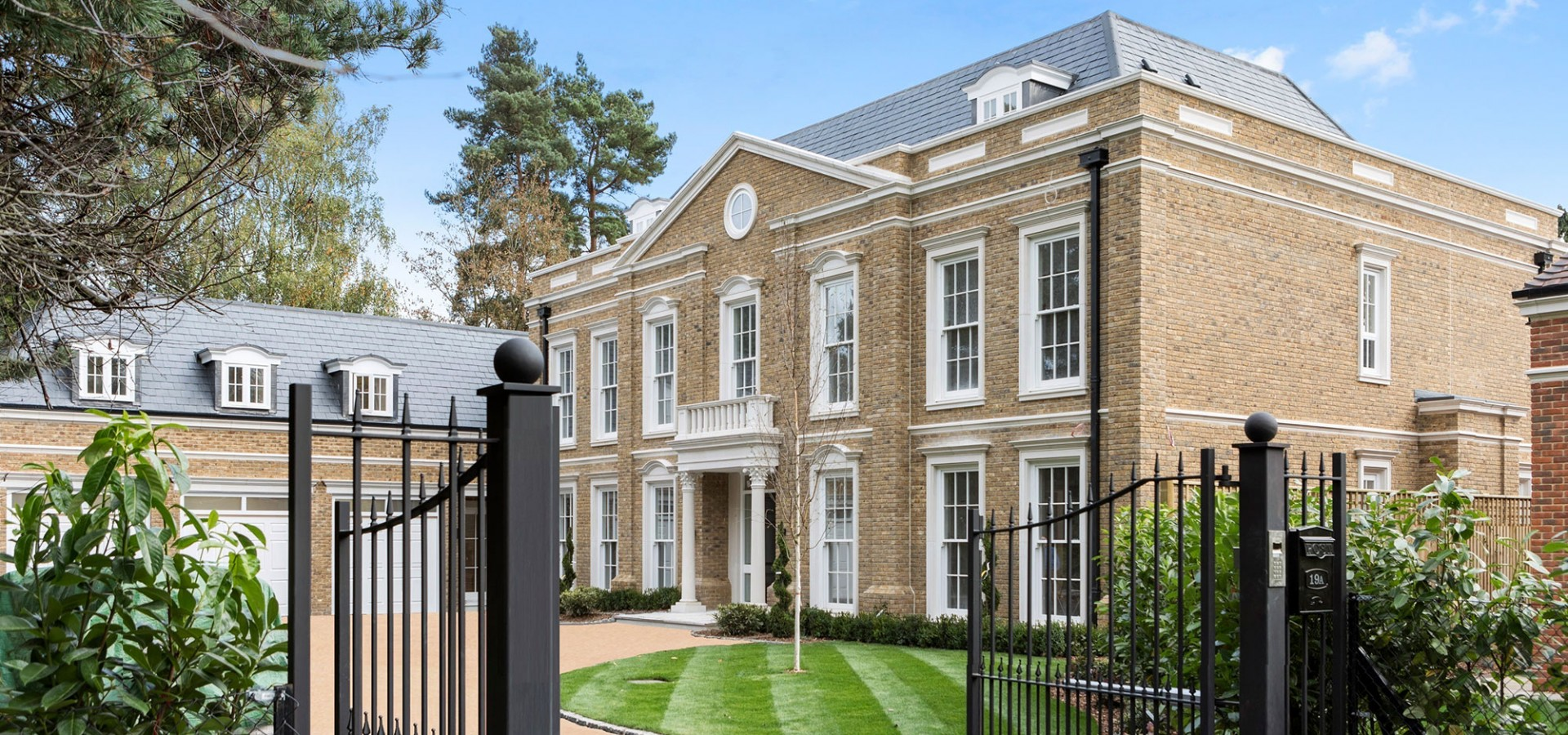 Luxury new homes octagon sell 6 bedroom mansion on the for 6 bedroom homes