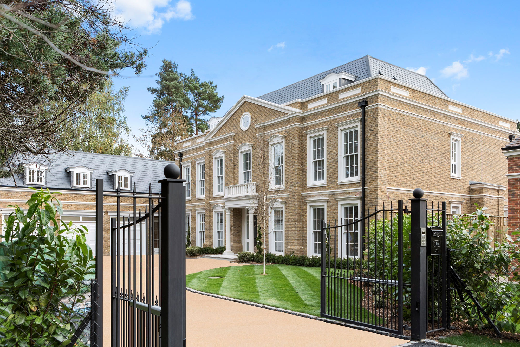 Luxury new homes octagon sell 6 bedroom mansion on the for Modern luxury homes for sale uk