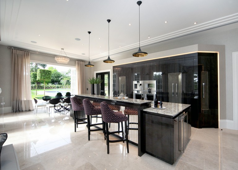 Kitchen, Breakfast Bar and Dining Room