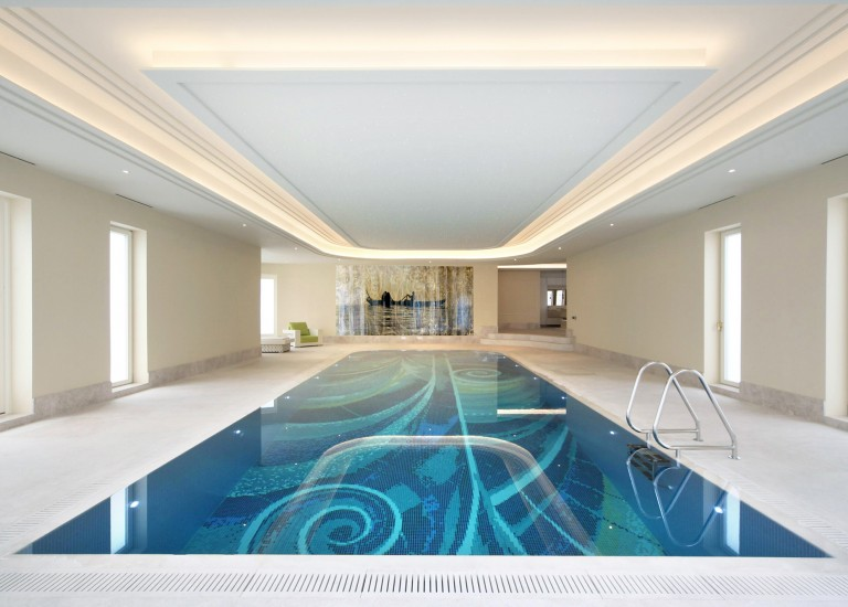 Swimming Pool with Leisure Suite